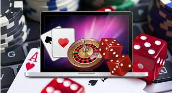 Dataskjerm, roulettebord, terninger og kort